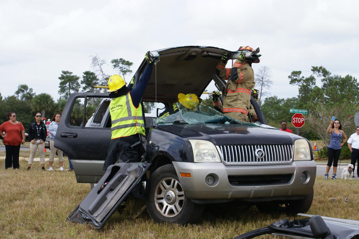 Folding back the vehicle's roof during the extrication demonstration
